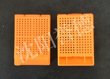 China Pathology Medical Consumable Tissue Embedding Cassette With Biopsy Square Holes supplier